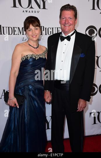 New York, NY, USA. 8th June, 2014. Guest, Howell Binkley at arrivals for The 68th Annual Tony Awards 2014, Radio - Stock Image