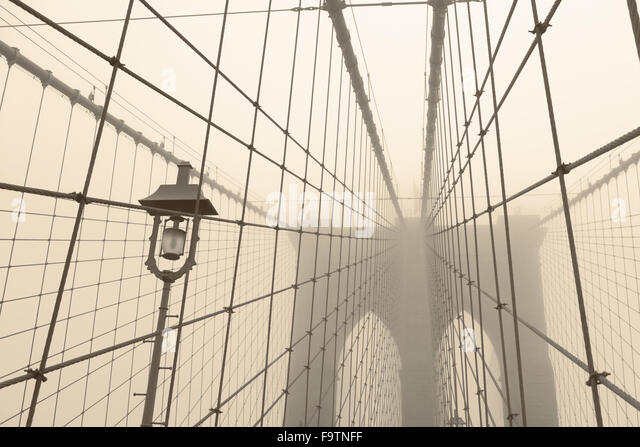Brooklyn Bridge on a foggy day - Stock Image