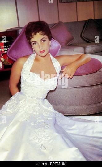 ELIZABETH TAYLOR ACTRESS (1954) - Stock-Bilder