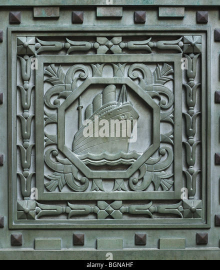 20 Exchange Place, New York, 1931 in Art Deco style.  Detail of ocean-going liner, in green metal door - Stock Image