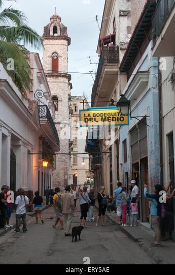Elk224-1429v Cuba, Havana Vieja, Bodegita del Medio, street scene - Stock Image