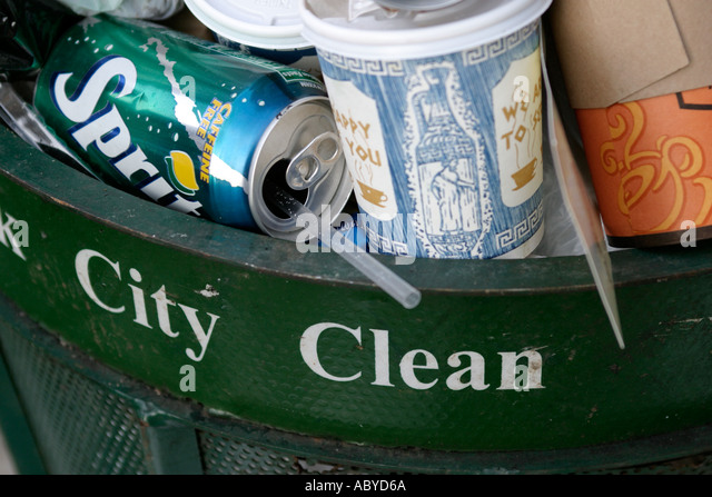 A New York city trash bin overflows - Stock Image
