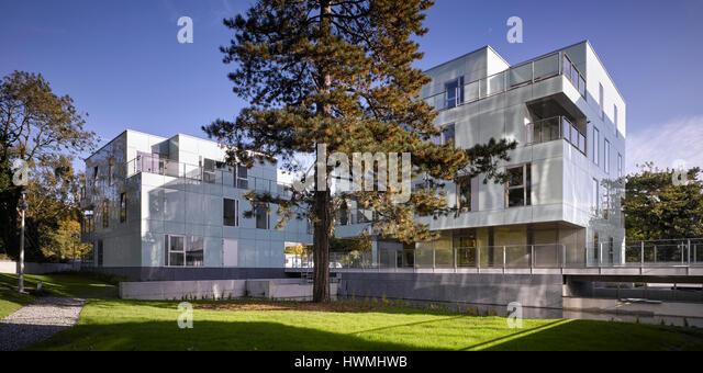 View of exterior facade showing glass cladding and grounds. Dunluce Apartments, Ballsbridge, Ireland. Architect: - Stock-Bilder