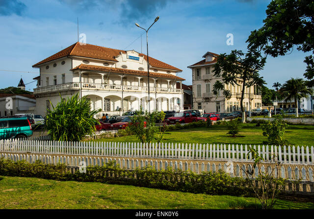Colonial buildings on independence square in the city of Sao Tome, Sao Tome and Principe, Atlantic Ocean, Africa - Stock-Bilder