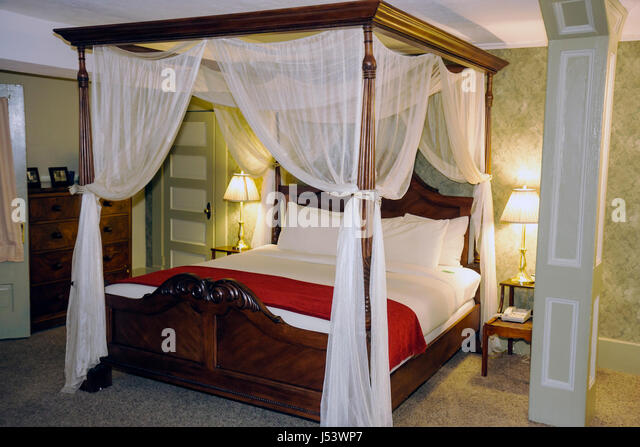 Arkansas Eureka Springs 1905 Basin Park Hotel guest bedroom bed canopy historic romantic plush accommodation restful - Stock Image