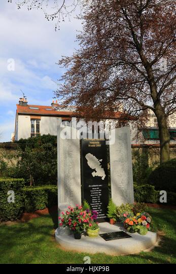 Mémorial. Catastrophe aérienne Vénézuéla - 16 août 2005.' Père Lachaise cemetery. - Stock Image