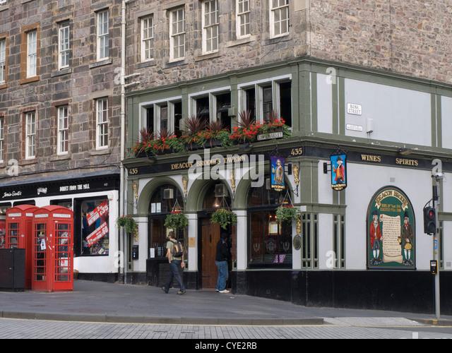 Deacon Brodie`s Tavern on Lawnmarket in Edinburgh Scotland - Stock Image