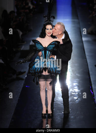 Paris, France. 22nd Jan, 2014. US singer and performer Dita Von Tese (L) and French designer Jean Paul Gaultier - Stock-Bilder