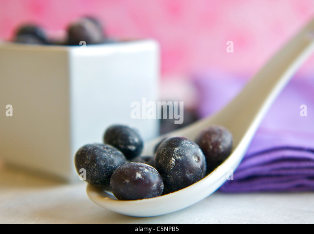 Blueberries on a white spoon - Stock-Bilder