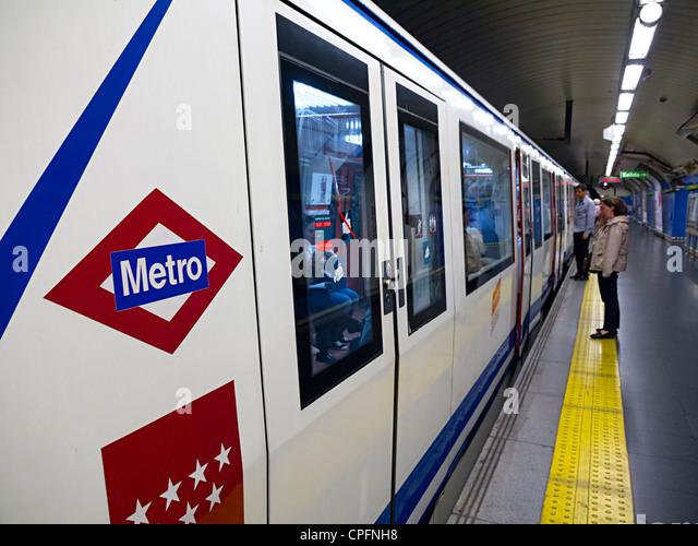 Commuter underground carriage stock photos commuter underground carriage stock images alamy - Carrage metro ...