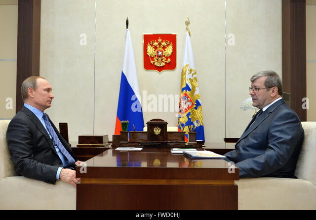 Moscow Region, Russia. 4th Apr, 2016. Russia's President Vladimir Putin (L) and Andrei Artizov, head of the - Stock Image
