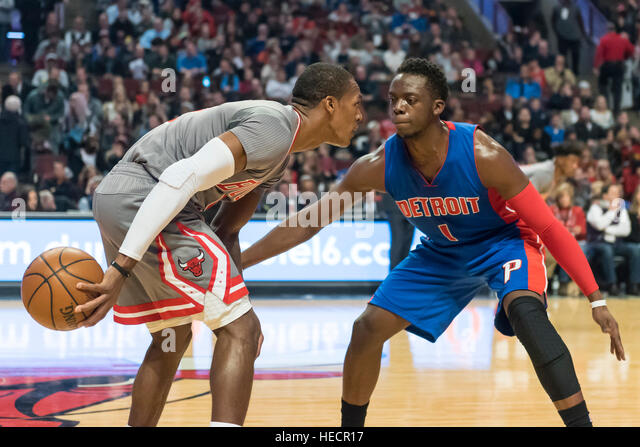 Chicago, USA.  19 December 2016. Bulls guard (#9), Rajon Rondo, in possession watched by Pistons guard (#1), Reggie - Stock-Bilder