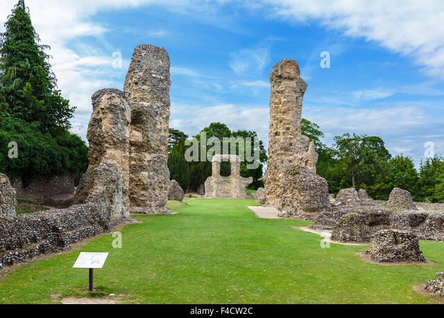 The ruins of the Abbey of St Edmund, Abbey Gardens, Bury St Edmunds, Suffolk, England, UK - Stock Image