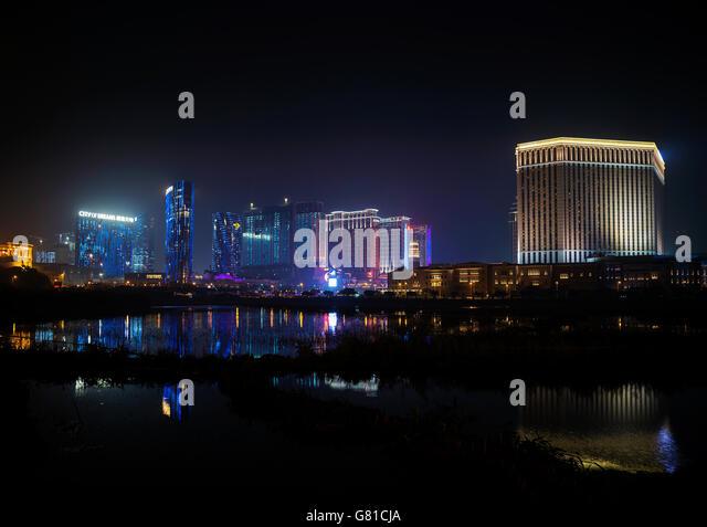 casino hotel resorts neon on cotai strip macao macau china at night - Stock-Bilder