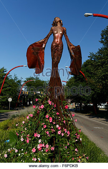 'Eos' A winged sculpture by Dessa Kirk in Columbus, Indiana - Stock Image