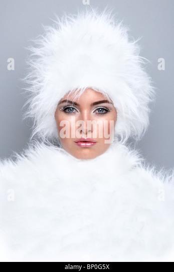 Woman wearing white fur - Stock Image