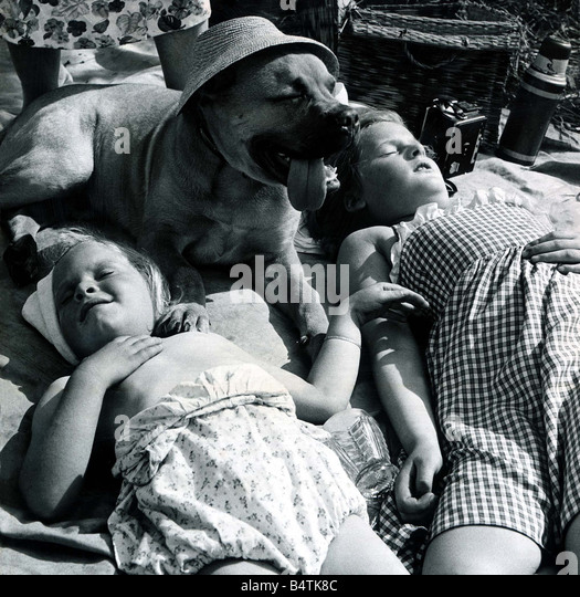 It s a dog s life Teresa Fosdick aged 4 and Alison Fosdick aged 8 sisters enjoy the heatwave with their 5 month - Stock Image