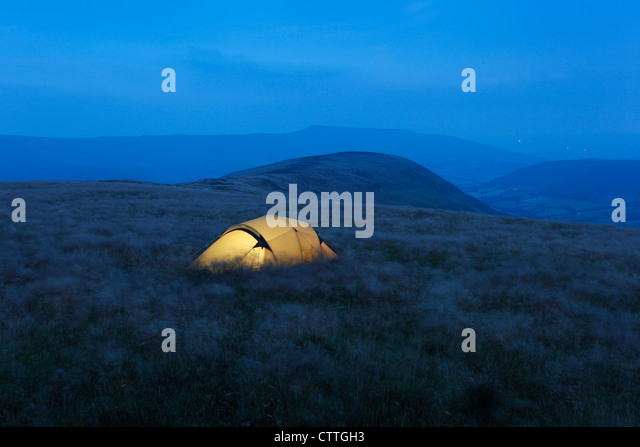 Wild Camping on Mynydd Troed at Night, with The Black Mountains in the Distance. Brecon Beacons National Park. Powys. - Stock-Bilder