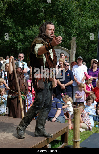 Robin Hood enactment by actors at robin hood festival 2010 - Stock Image