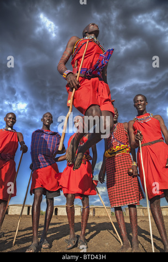 Masai warriors doing the traditional  jump dance circle is formed and one or two warriors will enter the circle - Stock-Bilder