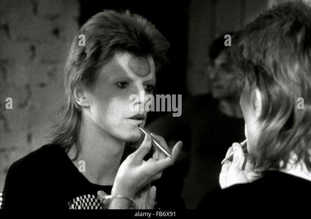 Lewisham, London, England, UK. 22 May 1973. David Bowie applying Ziggy Stardust makeup  in dressing room backstage. - Stock Image