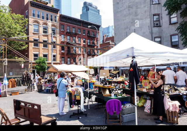 Manhattan New York City NYC NY Hell's Kitchen Hell's Kitchen Flea Market outdoor market shopping vendors - Stock Image