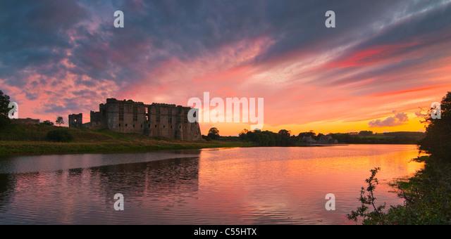 carew-castle-pembroke-pembrokeshire-wale