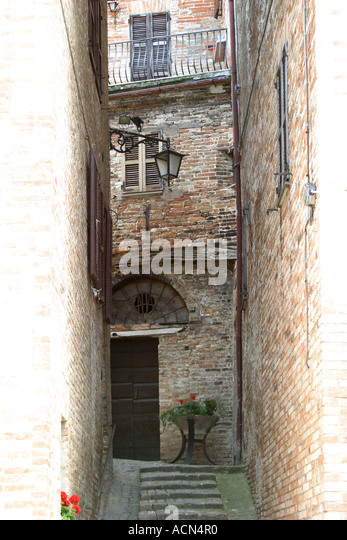 Narrow ,ancient passageway between old brick buildings in the hilltown of Sarnano in Le Marche Italy - Stock Image