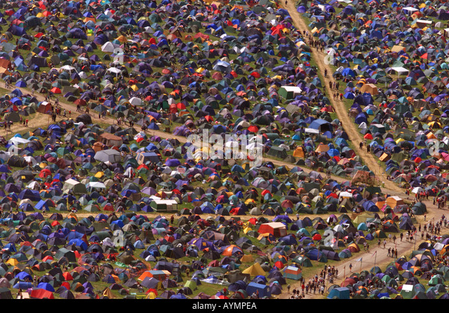 The sea of tents and people at the Glastonbury Festival Somerset UK - Stock-Bilder
