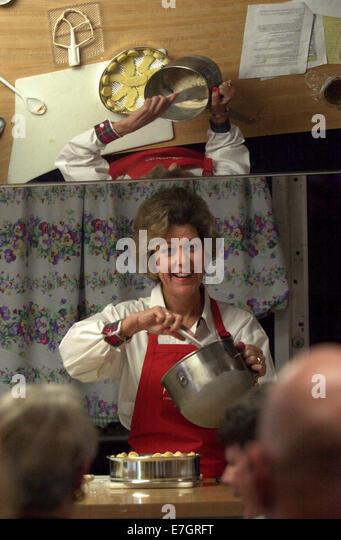 Feb 19, 2002 - St Petersburg, Florida, U.S. - MARGARET ANN BURTCHAELL teaches a cooking class how to make frozen - Stock Image