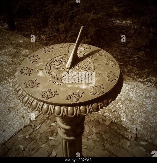 Salt Lamps Castle Court Belfast : Sun Dial Shadow Stock Photos & Sun Dial Shadow Stock Images - Alamy