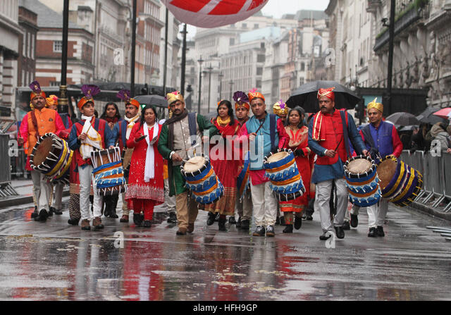 London, UK. 1st January 2017. Performers on Piccaddily carry on despite the rain on Piccaddilly at the  New Year's - Stock Image
