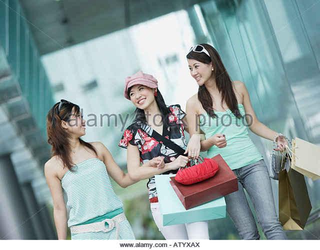 Teens shopping bags stock photos teens shopping bags for Ladeblok wit 3 lades