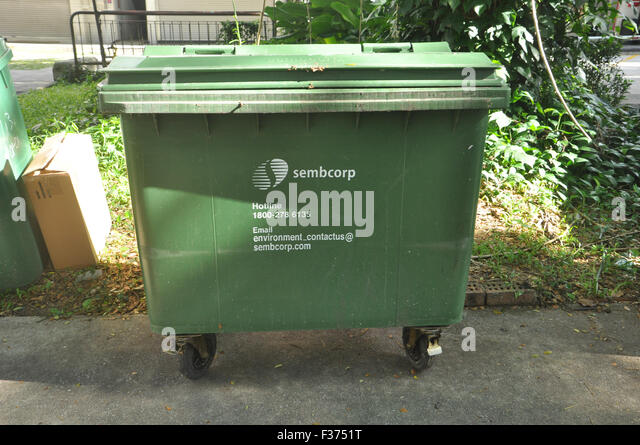 Bin clean garbage stock photos bin clean garbage stock images alamy - Rd rubbish bin ...