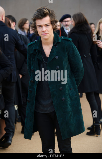 Harry Styles arrives for the Burberry Prorsum Womenswear collection. - Stock-Bilder
