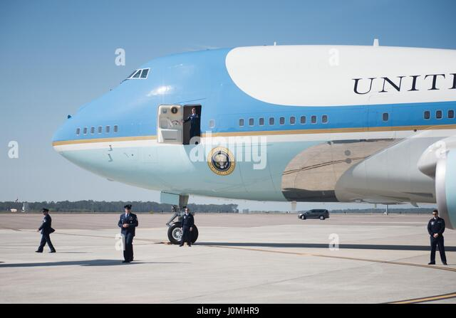 Air Force One aircrew wait for stairs on the runway at MacDill, AFB, Florida, February 6, 2017. President Donald - Stock Image