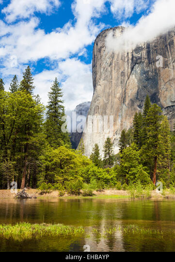 el-capitan-with-the-merced-river-flowing