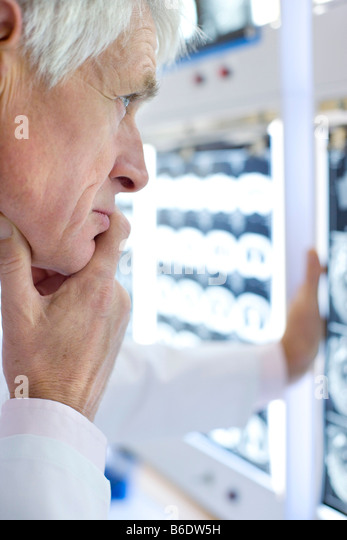 how to become a diagnostic radiologist