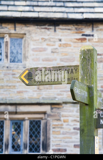 England, Peak District, Edale, Pennine Way signpost - Stock Image