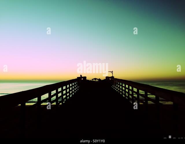Sunrise at the Myrtle Beach state park pier. - Stock-Bilder