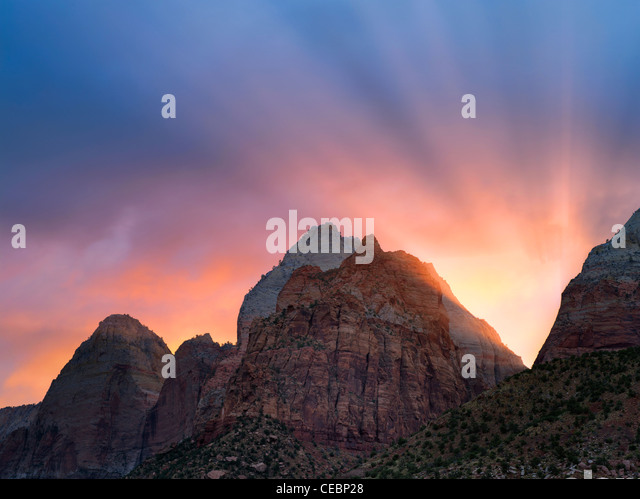 Sunrise and rays over mountains. Zion National Park, Utah - Stock-Bilder