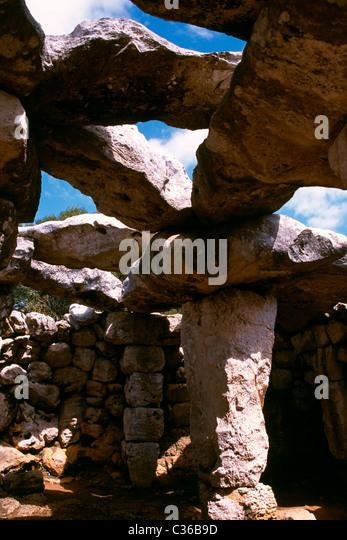 Enclosure at Torre d'en Gaumes ancient settlement Menorca island - Stock Image