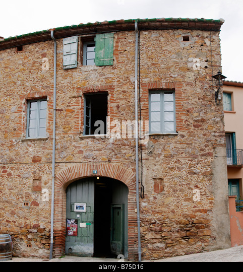 Winery building Domaine Olivier Pithon Calces Roussillon France - Stock Image