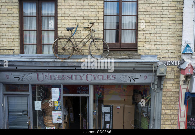 Vintage bicycle on top of University Cycles, Cambridge, England - Stock Image