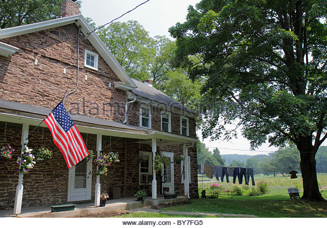 Pennsylvania Kintnersville Route 611 Trauger's Farm Market farmhouse family-owned business agriculture agritourism - Stock Image