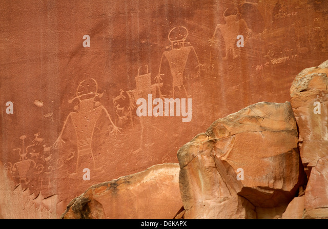 Oldest Pueblos and Navajos tracks of art on the cliffs of Monument Valley, Utah, United States of America, North - Stock-Bilder