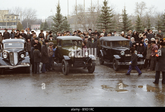 Cars before an antique car parade in Gorky - Stock Image
