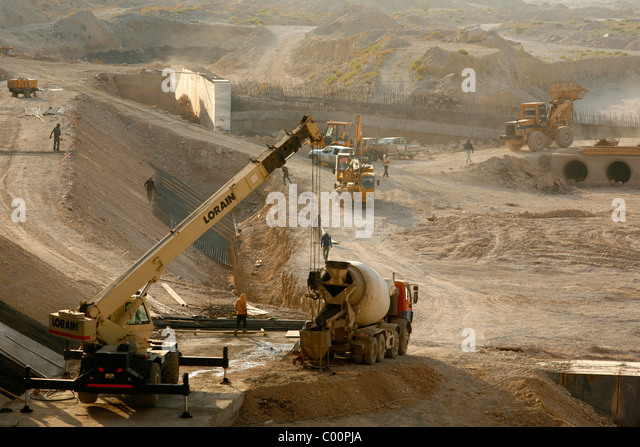 Construction work of a dam that will lead the water collected in Wadi mujib into the dead sea, Jordan. - Stock-Bilder