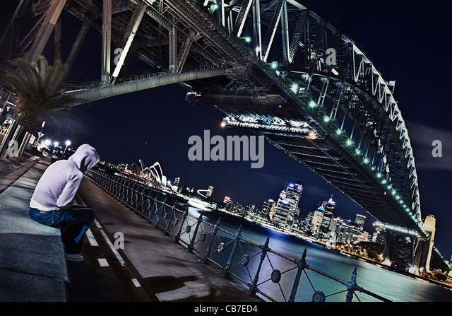 Woman Sitting Under Sydney Harbour Bridge - Stock-Bilder