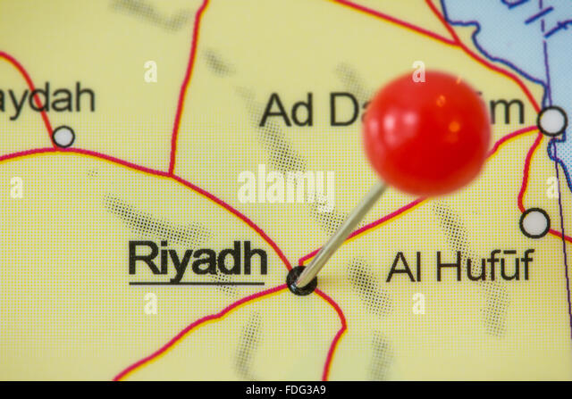 Close-up of a red pushpin in a map of Riyadh, Saudi Arabia. - Stock Image